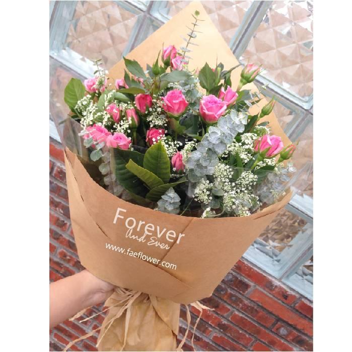 轻舞 紫色康乃馨花束 牛皮纸小清新风格 韩式花束.图片